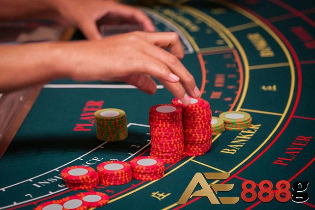 Ưu tiên đặt cược cho cửa Banker hoặc Player